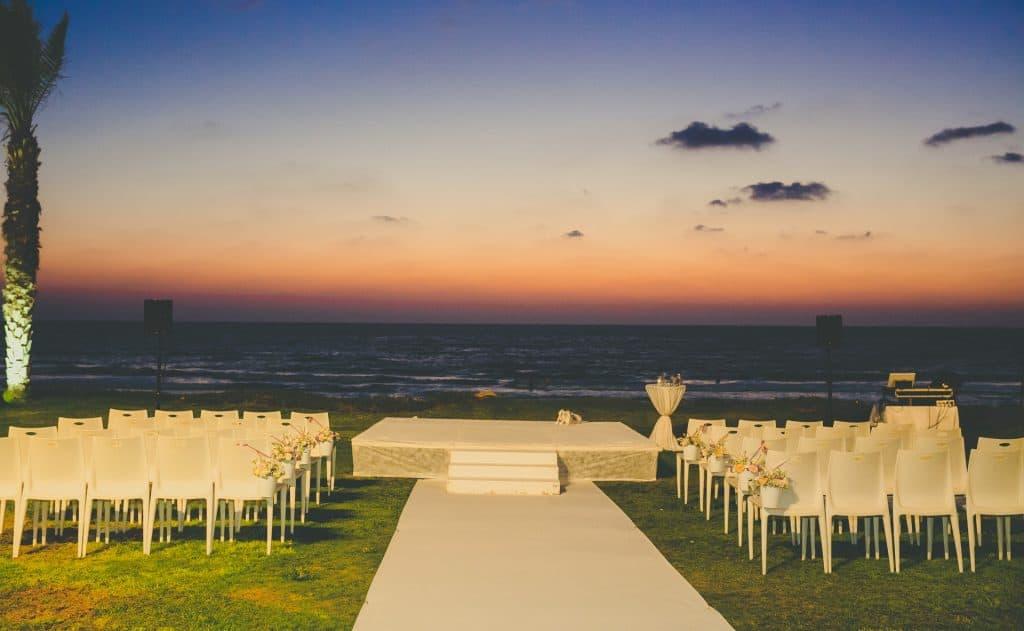 חתונה בשקיעה