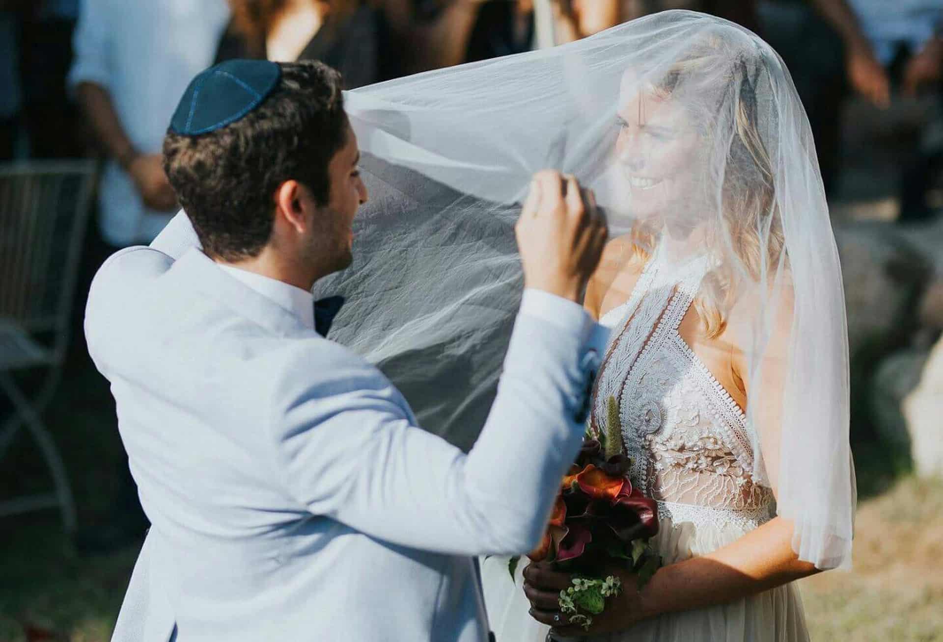 רגע ההינומה בחתונה