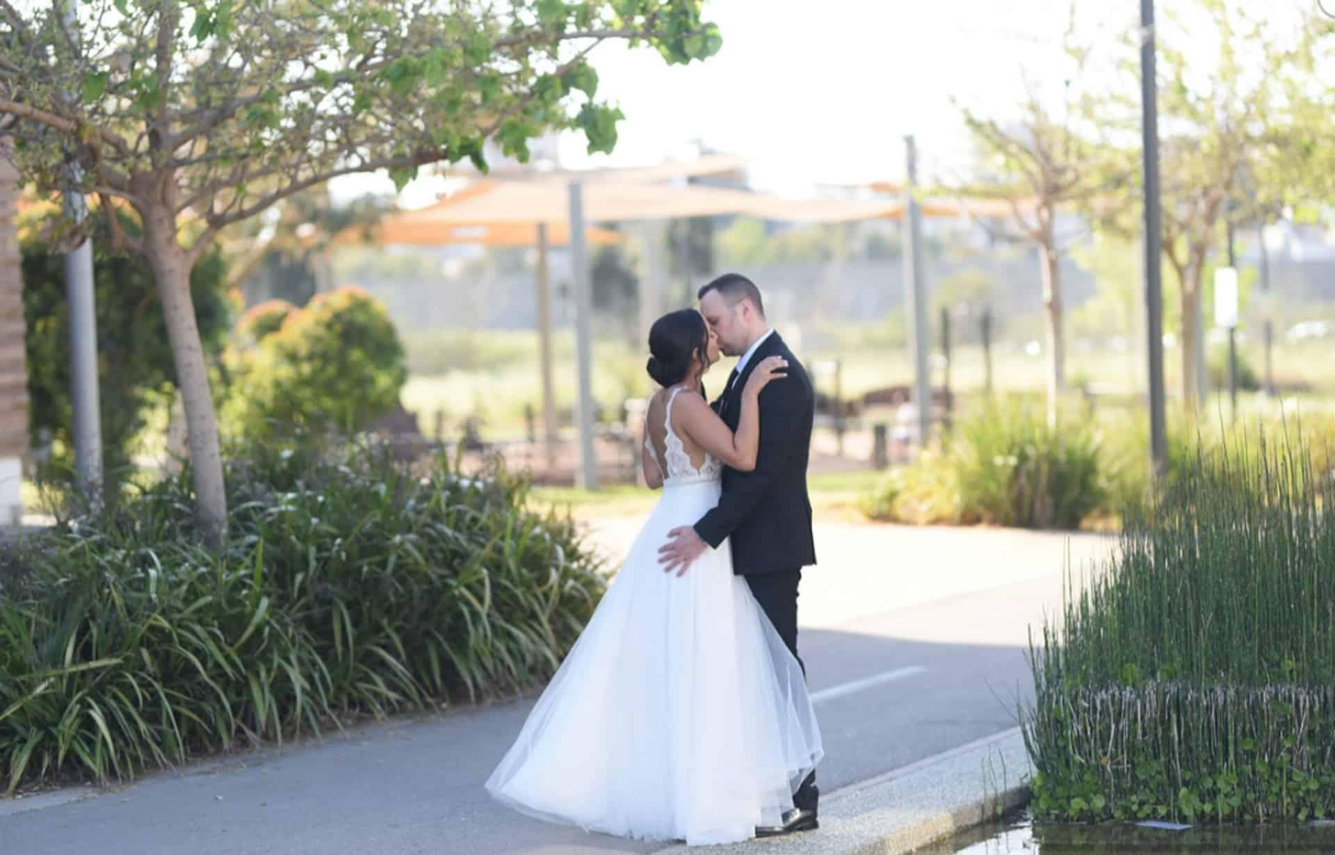 נשיקה כלה וחתן