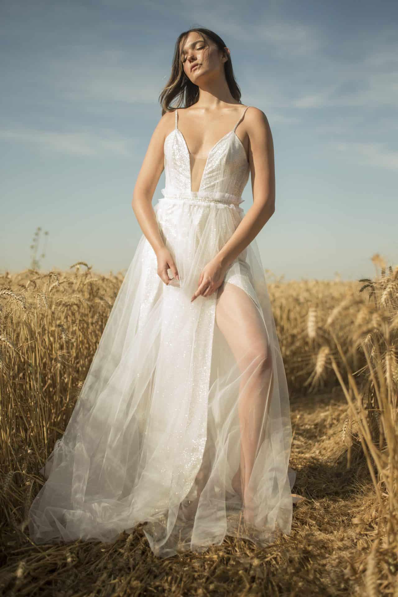 שמלת כלה- RAKEL DIER ; צילום- tom bickels