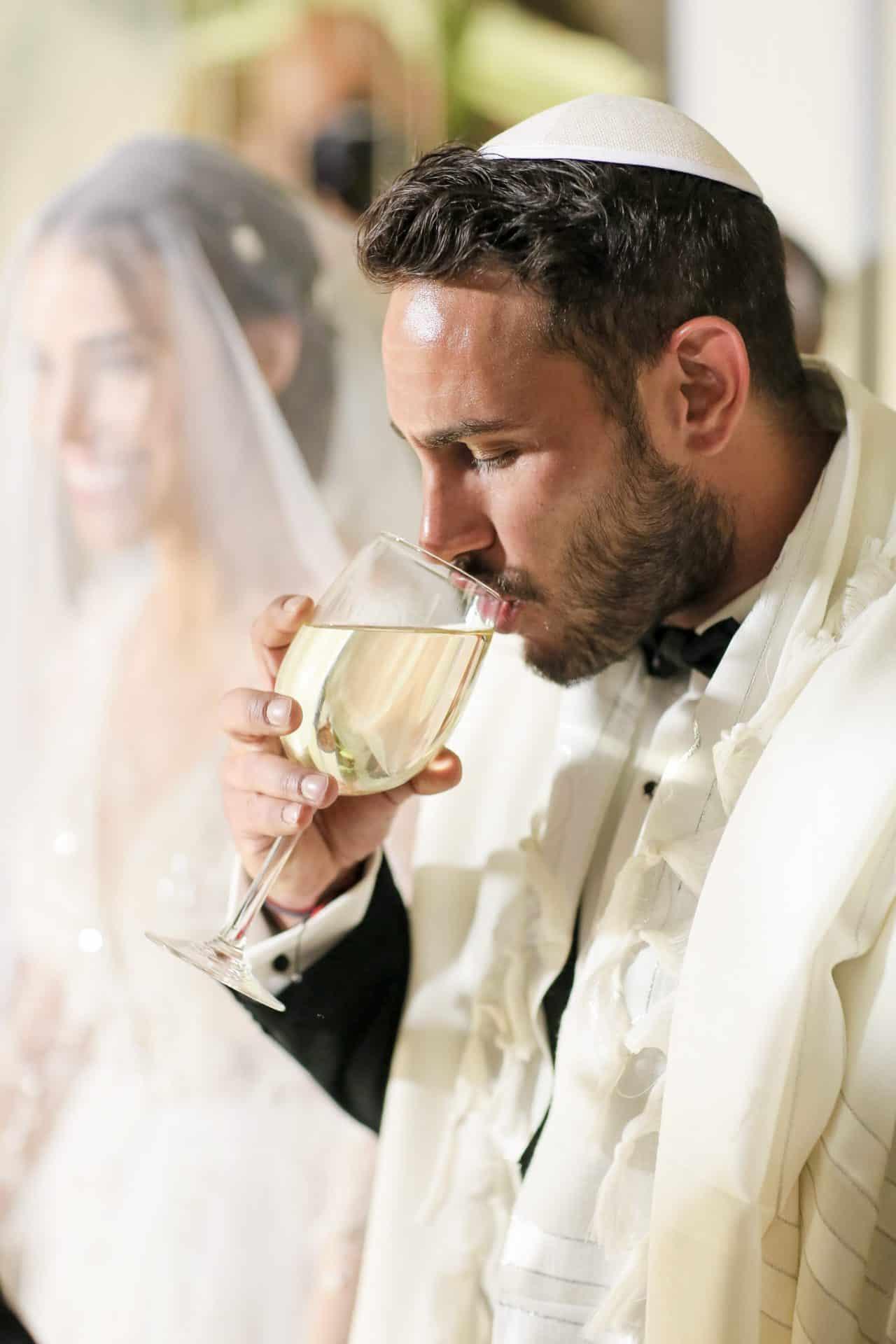 מנהל אירוע חיצוני בחתונה