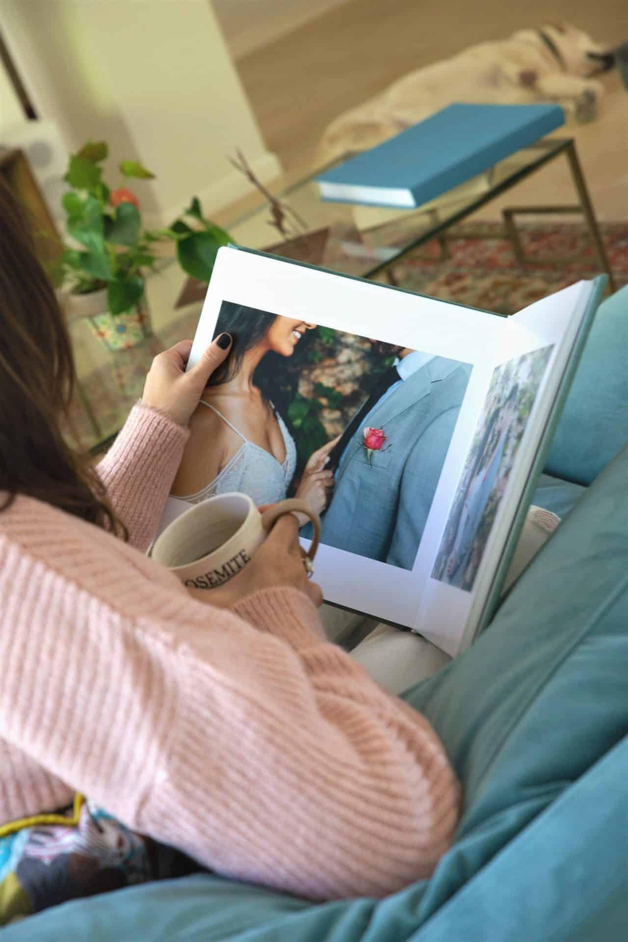 Albums Of Love - מסתכלים על אלבום חתונה