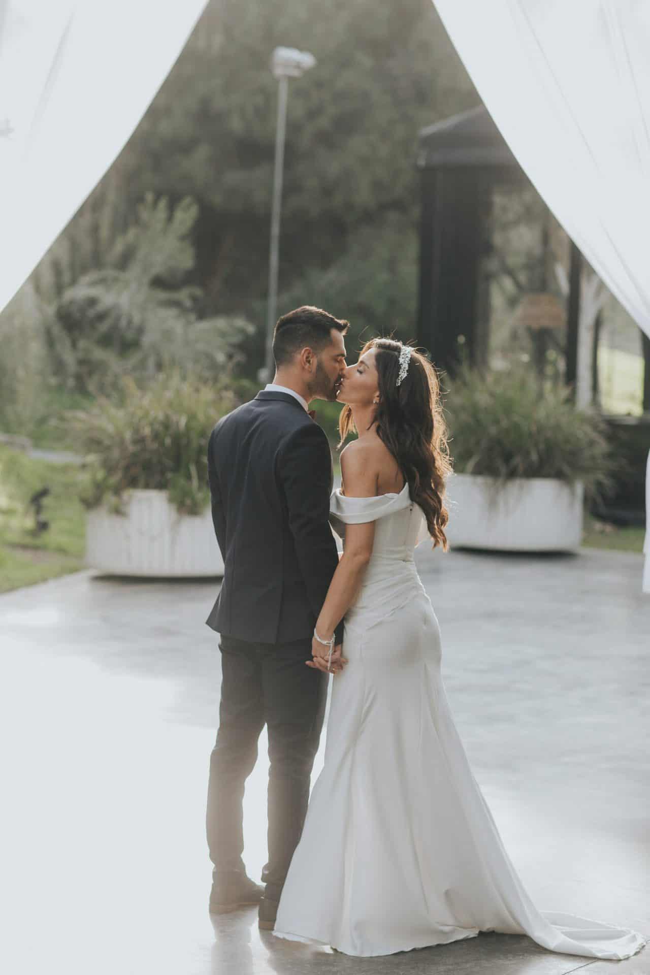 צילומים בתוך הגן במסגרת חתונת בזק