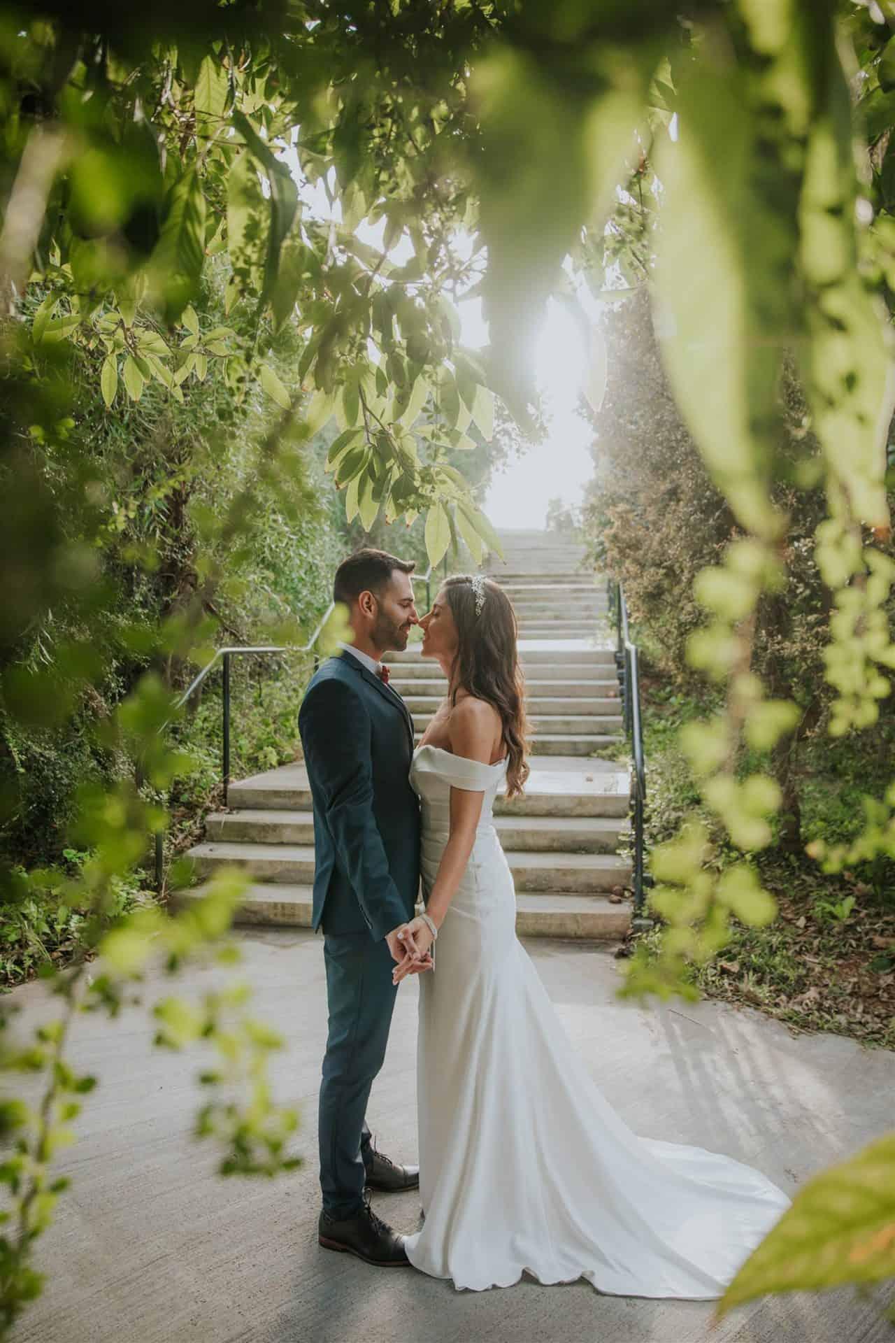צילומי זוגיות ירוקים במיוחד במהלך חתונת בזק