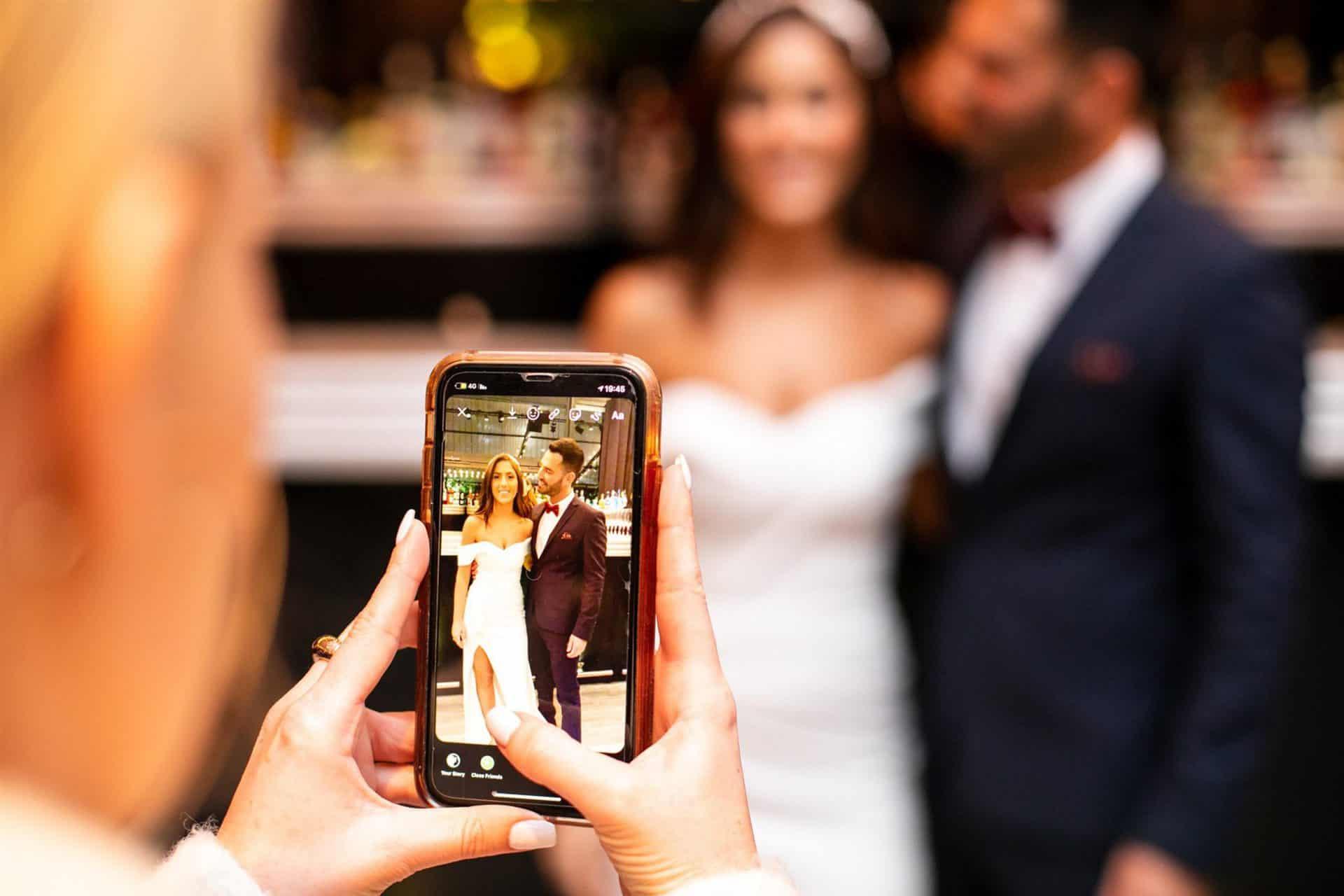 מצלמים את החתן והכלה לסטורי